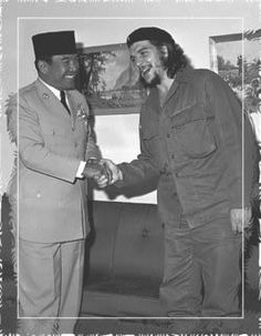 what time does stand Obama this Picture Tells it all Soekarno with Che Guevara it shows the long-standing relationship between Indonesia and the communists in Cuba. Happy Ending Massage, Bob Marley Pictures, Ernesto Che Guevara, Socialist Realism, Fidel Castro, East Indies, Rare Images, Dark Photography, Historical Pictures