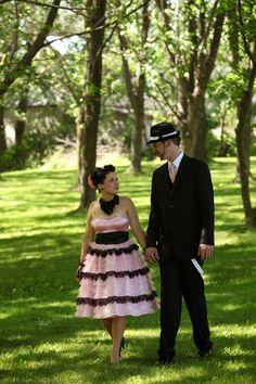 LA BOUTIQUE Coup de foudre Girls Dresses, Flower Girl Dresses, Creations, Boutique, Wedding Dresses, Flowers, Fashion, Love At First Sight, Bride Gowns