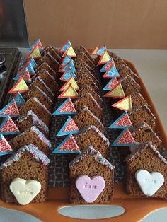 Ontbijtkoek huisje Gingerbread Cookies, Robin, Treats, School, Desserts, Kids, Food, Sweet Recipes, Meet