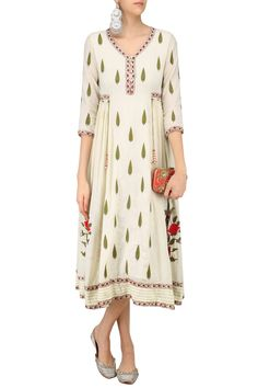 Ivory embroidered samode tunic available only at Pernia's Pop Up Shop.