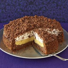 The floor becomes juicy with coffee and a fine cappuccino cream is hidden inside. The post Cappuccino-cake appeared first on Dessert Factory. No Bake Chocolate Desserts, Pudding Desserts, Baking Recipes, Cake Recipes, Dessert Recipes, Cappuccino Torte, Food Cakes, Cakes And More, Chip Cookies