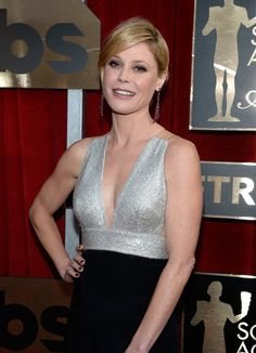 Pin for Later: Modern Family's Genetically Blessed Cast Members Strut Their Stuff at the SAG Awards Julie Bowen Julie Bowen Modern Family, Elegant Sophisticated, Gillian Anderson, Celebs, Celebrities, Girl Pictures, Lady, Beautiful Women, Female