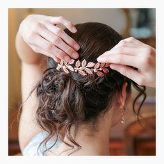 Peigne mariée Marion, peigne mariage atelier Sarah Aime , française Glamour, Hair Raising, Wedding Hairstyles, Hair Cuts, Hair Styles, Seasons, Jewels, Fashion, Wedding