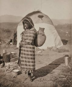 Apache girl with a water jug - 1911