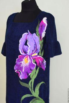 Купить или заказать 'Королевский ирис' Трикотажное платье в интернет-магазине на Ярмарке Мастеров. Платье ' Королевский ирис ' сшито с очень нежного приятного трикотажа ' Ангора' ( шерсть, вискоза, полиэстр). Яркий рисунок ириса набит тонкой мериносовой ( 16 микрон) шерстью с использованием декоративных волокон шелка в технике сухое валяние. Фасон платья класический, но можно пошить по- другому. Расположение рисунка можно изменить по вашему желанию.