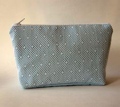Schminktäschchen - Hellblaue Kosmetiktasche mit weißer Spitze - ein Designerstück von Norsthings bei DaWanda