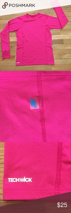 EMS Tech Wick Women's Athletic Top🏃🏻♀️🏃🏻♀️ Eastern Mountain Sports Pink Athletic Top with thumb holes. In like new condition, barely used. Missing size tag but fits a Size S/M. Super cute😍😍 Eastern Mountain Sports Tops Tees - Long Sleeve