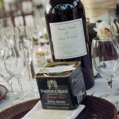 Give Guests A Tin Of Tea As Wedding Favors To Honor Grooms British Heritage