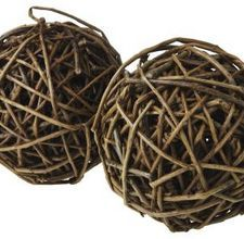 how to make willow balls This would be a cute lamp as well.