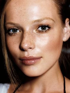 Soft brown lips and cheeks provide a natural autumn glow.