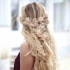Zdjęcie numer 14 w galerii - Najmodniejsze fryzury na wesele i ślub. Zobacz…