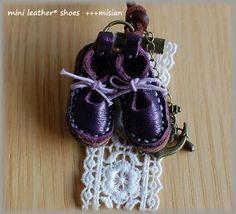 紫色の革のちいさなリボンシューズ - ちっちゃなよろずや Baby Shoes, Clothes, Fashion, Bite Size, Outfits, Moda, Clothing, La Mode, Clothing Apparel