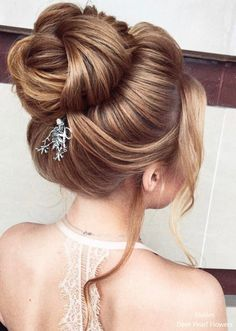 Most people think of thick hair as luxurious. Thin, fine hair is often seen as limp and unable to hold any particular style. But it is actually versatile and can be made to look most any way a pers… High Bun Hairstyles, Wedding Hairstyles For Long Hair, Bride Hairstyles, Hairstyle Ideas, Weekend Hair, Medium Hair Styles, Long Hair Styles, Graduation Hairstyles, Hairdo Wedding