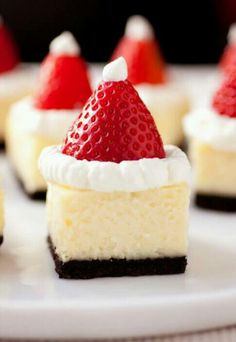 Santa cheesecake  (marchmellow cheesecake with strawberries and frosted ruffle)