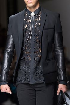 Balmain Spring 2018 Men's Fashion Show Details - Man Fashion Mens Fashion 2018, Men Fashion Show, Suit Fashion, Trendy Fashion, Runway Fashion, Spring Fashion, Fashion Looks, Fashion Outfits, Fashion Guide