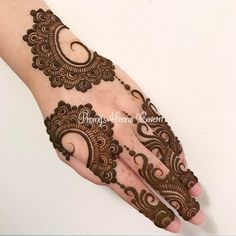 Go and check out my board for latest mehndi designs. Henna Flower Designs, Modern Henna Designs, Mehndi Designs Feet, Finger Henna Designs, Arabic Henna Designs, Indian Mehndi Designs, Mehndi Designs For Girls, Bridal Henna Designs, Mehndi Design Pictures
