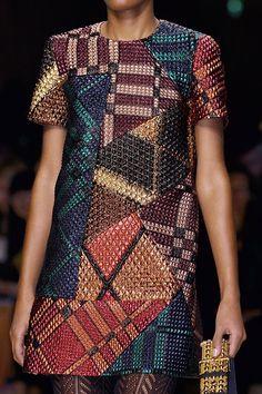 Burberry Prorsum at London Fashion Week Fall 2016 - Details Runway Photos