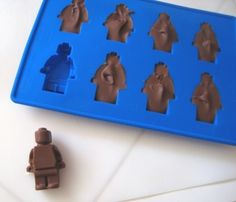 lego ice cube/chocolate/jello-o tray. I need this.