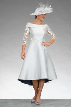 This stunning dress features a modern bardot style neckline. The dipped hem design adds a real touch of elegance to the design. The floral applique details at the waistline helps to create and define the silhouette. Mother Of The Bride Dresses Vintage, Mother Of The Bride Plus Size, Mother Of Bride Outfits, Mother Of Groom Dresses, Stunning Dresses, Nice Dresses, Dresses With Sleeves, Amazing Dresses, Prom Outfits
