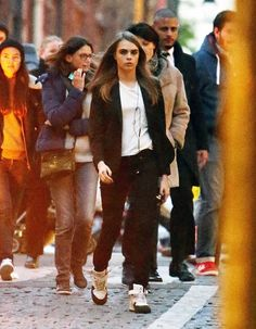 Star style: Later in the day she was seen sporing heavy black make-up on her eyes and wear. Cara Delevingne Style, Androgynous Look, Airport Style, Airport Fashion, Star Fashion, Supermodels, Style Inspiration, Couple Photos, Celebrities