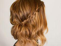 Peinados de pelo corto para bodas con trenza lateral