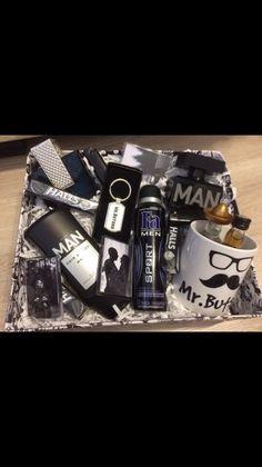 Birthday Gifts For Boyfriend Diy, Boyfriend Anniversary Gifts, Friend Birthday Gifts, Gifts For My Boyfriend, Gift Box For Men, Gifts For Boys, Gifts For Family, Craft Gifts, Diy Gifts