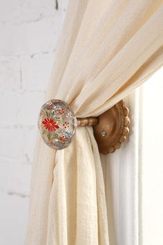 This was the kind of thing I was thinking about for tie backs? Curtain Tie Backs Diy, Curtain Ties, Diy Curtains, Curtain Holdbacks Ideas, Drapery Ideas, Curtain Alternatives, Church Stage Design, Curtain Designs, Staircase Design