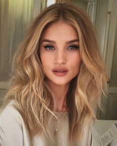 Golden Blonde Balayage for Straight Hair - Honey Blonde Hair Inspiration - The Trending Hairstyle Hair Day, New Hair, Hair Inspo, Hair Inspiration, Medium Hair Styles, Short Hair Styles, Medium Blond Hair, Medium Hair Waves, Loose Curls Medium Length Hair