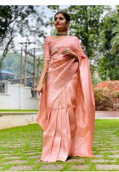 Indian Fashion Dresses, Indian Designer Outfits, Indian Outfits, Christian Wedding Sarees, Christian Bride, Kerala Engagement Dress, Engagement Saree, South Indian Bride Saree, Indian Bridal