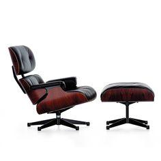 Charles Eames comenzó a desarrollar el Lounge Chair en un proceso que duró varios años. Con el diseño de este sillón en 1956, Charles y Ray Eames establecieron un nuevo estándar: no solo es más ligero, elegante y moderno que los sillones de club convencionales, sino que también es más confortable.
