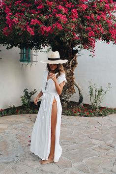 Vacay mode with @everydaypursuits in our NOVEAU Coverup