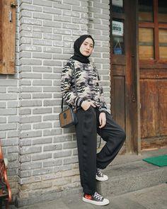 Casual Hijab Outfit, Ootd Hijab, Hijab Chic, Blouse Outfit, Casual Outfits, Street Hijab Fashion, Muslim Fashion, Ootd Fashion, Fashion Outfits