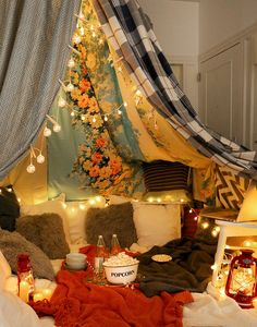 6 Steps To Having The Blanket Fort Movie Night Of Your Dreams Movie night is awesome. Movie night in a blanket fort is ridiculously awesome. Make your blanket fort movie night even more awesome with SkinnyPop Popcorn. Fun Sleepover Ideas, Sleepover Party, Slumber Parties, Pajama Party Grown Up, Adult Slumber Party, Sleepover Crafts, My New Room, My Room, Movie Night Party