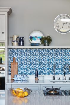 We combined our unique brand of design with technical know-how to create a stunning and contemporary family kitchen that meets every requirement. I love the size, shape and sheer simplicity of the statement island. To enhance the finish of all of our kitchens we offer unique paint shades that can be combined to create an end-result that's truly unique.