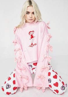 Lazy Oaf Betty Boop Sweatshirt cuz you're a total icon. Keep it playful in this super sweet long sleeve mock turtleneck that fits ya loose with pretty lil bows decorating the sleeves.