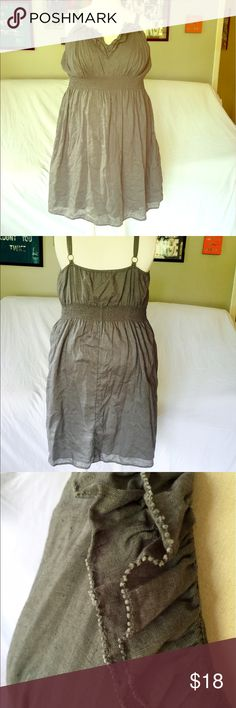 Gray Linen Midi Dress Gray linen dress with empire waist and ruffle detail around neckline. Great condition and adorable. Old Navy Dresses Midi