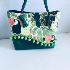Best 12 Sac Samba plumes d'Amand Ine – Patron Sacôtin – SkillOfKing. Canvas Handbags, Tote Handbags, Canvas Tote Bags, Sacs Tote Bags, Sacs Design, Diy Sac, Bags 2017, Bag Packaging, Wallet Pattern