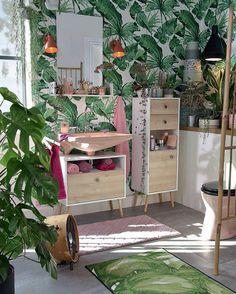 Was für ein Urban-Jungle? Mit nur ein paar pinken Details verwandelt sich auch dein Badezimmer in einen einzigartigen Wohnraum! 💚 #onloom #myonloom #onloomteppiche #frischeswohnen #teppich #wohnen #onloomteppich #aktion #newin #wohnzimmer #sch Toms, Tom Tailor, Ladder Decor, Pink, Home And Garden, Pattern, Cotton, Furniture, Home Decor