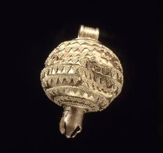 Gold pendant in the form of a pomegranate. Late Cypriot. Enkomi, Tomb 67