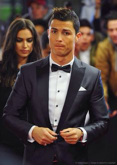 Cristiano Ronaldo - The Winner of FIFA Ballon dOr Award 2013 Do you like the ? Get this Limited Edition hoodie offer close soon ! Good Soccer Players, Football Players, Fifa, Cristiano Ronaldo Haircut, Cristiano 7, Cristiano Ronaldo Style, Cristano Ronaldo, Ronaldo Football, Dani Alves