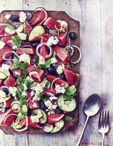 Recettes grecques - Cuisine du monde - Elle à Table Caprese Salad, Cobb Salad, Salad Recipes, Vegan Recipes, Chopped Salad, Jamie Oliver, Vegetable Pizza, A Table, Appetizers