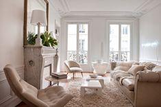 A Parigi la designer Emilie Bonaventure dimostra come arredare casa con il bianco mixando pezzi d'epoca e brocantage, allure francese al rigore scandinavo