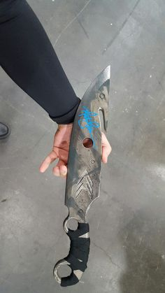 crisonchaincreations: Got my hunters knife signed by Cayde-6 himself! And he talked to me about my costume!