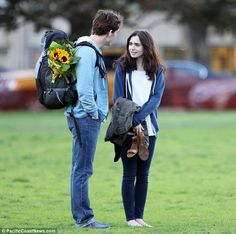 Liebe Fans, Rosie Fans: Lily Collins und Sam Claflin spielen am Set of Love, Rosi … - Blumen Dekoration Film Love Rosie, Alex And Rosie, Love Movie, Movie Tv, Lily Collins Sam Claflin, Hello Magazine, Movie Couples, Romance Movies, Film Serie