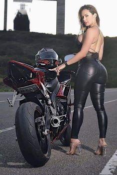 Lady Biker, Biker Girl, Motard Sexy, Beautiful Buttocks, Leder Outfits, Motorbike Girl, Fashion Tights, Biker Chick, Motorcycle Girls