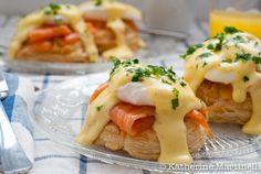 smoked salmon eggs benedict on puff pastry. looks yummy! Smoked Salmon And Eggs, Salmon Eggs, Glazed Salmon, I Love Food, Good Food, Yummy Food, Eggs Benedict Recipe, Egg Benedict, Bon Appetit
