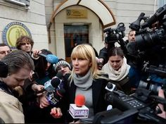Fostul ministru al Dezvoltării Elena Udrea s-a prezentat vineri la Directia Natională Anticoruptie în dosarul privind finantarea ilegală a campaniei electorale pentru alegerile locale din 2012 Dna, Character