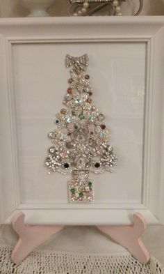 Tree Jeweled Christmas Trees, Christmas Tree Art, Christmas Frames, Christmas Jewelry, Christmas Items, Diy Christmas Gifts, Christmas Projects, Xmas Crafts, Vintage Christmas