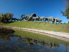 Monumento a La Carreta del escultor José Belloni situada en el Parque Batlle- Montevideo -