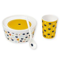 Set of melamine bowl, plate cup and spoon with a cute cat design. The highlight is that the plate covers the bowl perfectly - this is for freshness Kitchenware, Tableware, Like A Cat, Dinner Sets, Cat Design, Spoon, Shabby Style, Ainsi, Motifs